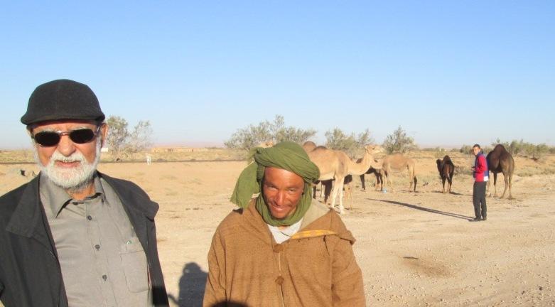 On passe devant des campements de nomades