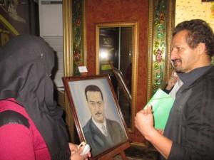 Hadjeres expliquant un portrait du peintre Smati, portrait du père.
